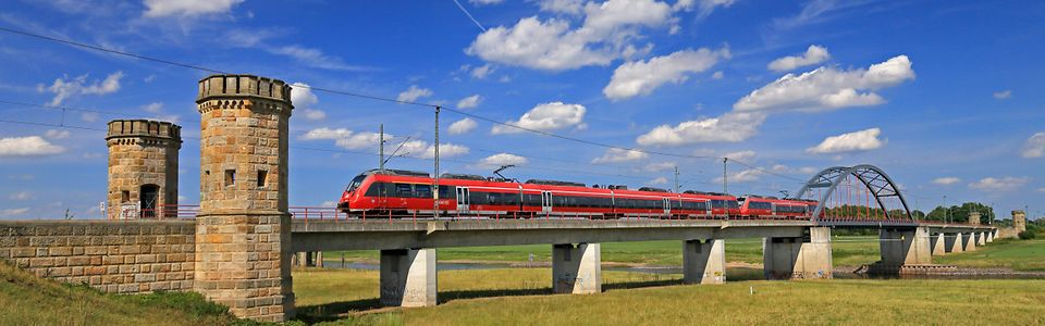 DB Energie - Regio über Brücke - Bahnstrom